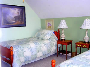 Cape Cod Holiday Rental - Twin Bedroom