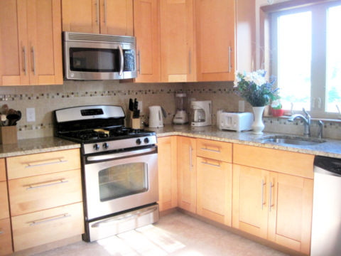 cape cod pet friendly rental :: kitchen